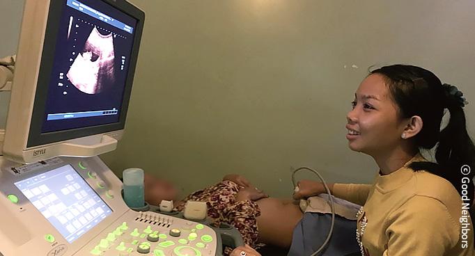 임산부 태야 건강 검사하는 이미지